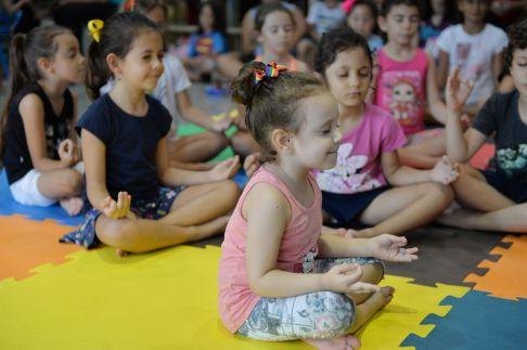 Yoga com Estórias traz conto do Sítio da Dona Divina