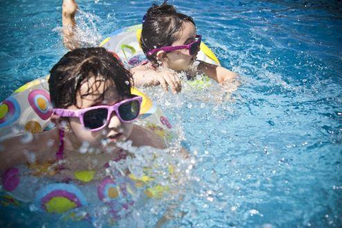 Cuidado com a pele das crianças deve ser constante durante as férias de verão
