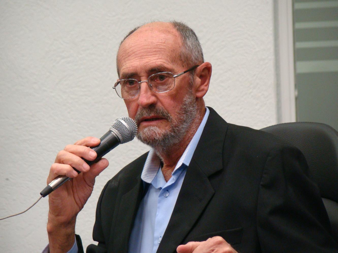 Lei sobre uso de agrotóxicos proposta por Botion é sancionada