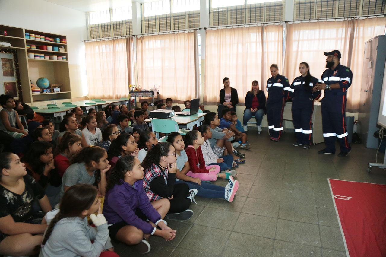 Programa de educação leva Samu a escolas municipais de Limeira