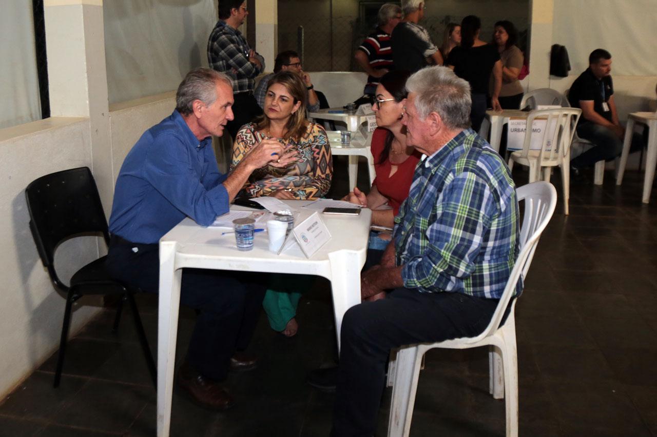 """""""Prefeito no Bairro"""" realiza 90 atendimentos no Bairro do Parronchi em Limeira"""