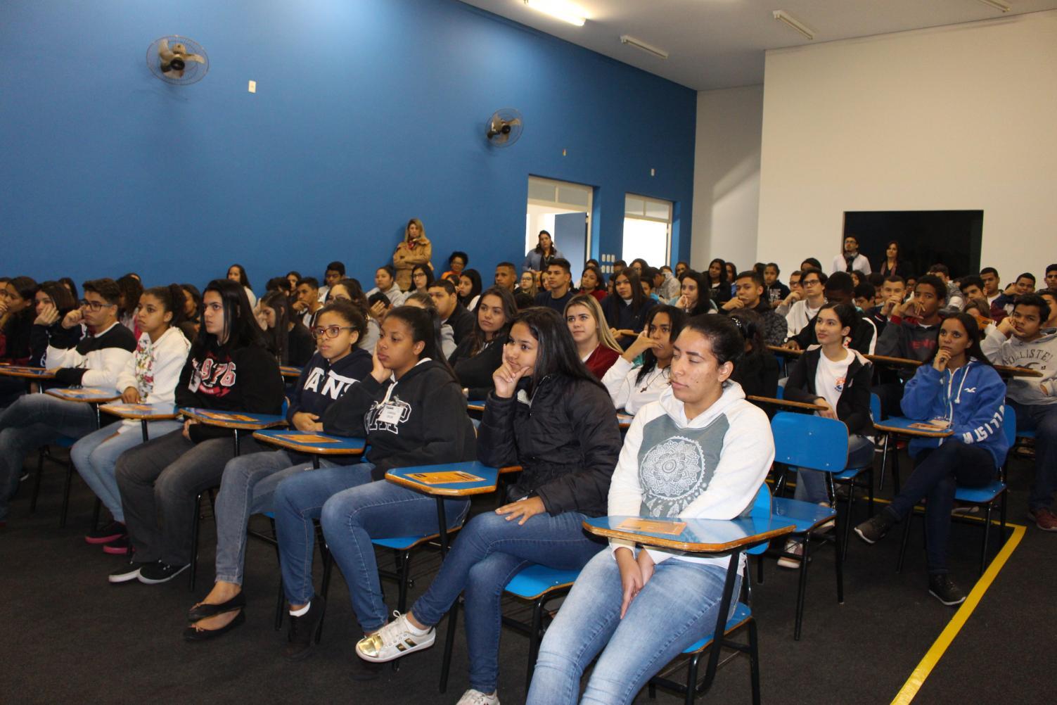 ISCA divulga cursos no CAMPL