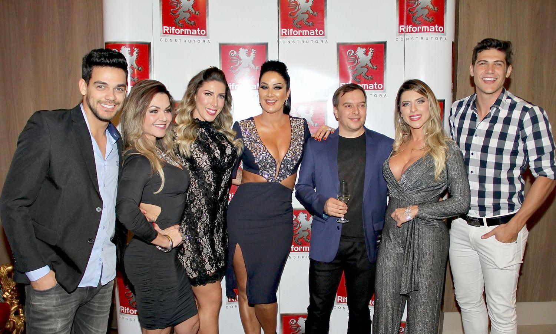 ff2bb61bd70c1 Muito conceituado em sua área, Marcelo recebeu entre os convidados a  apresentadora e atriz Helen Ganzarolli, a qual é a garota propaganda de sua  marca e fez ...