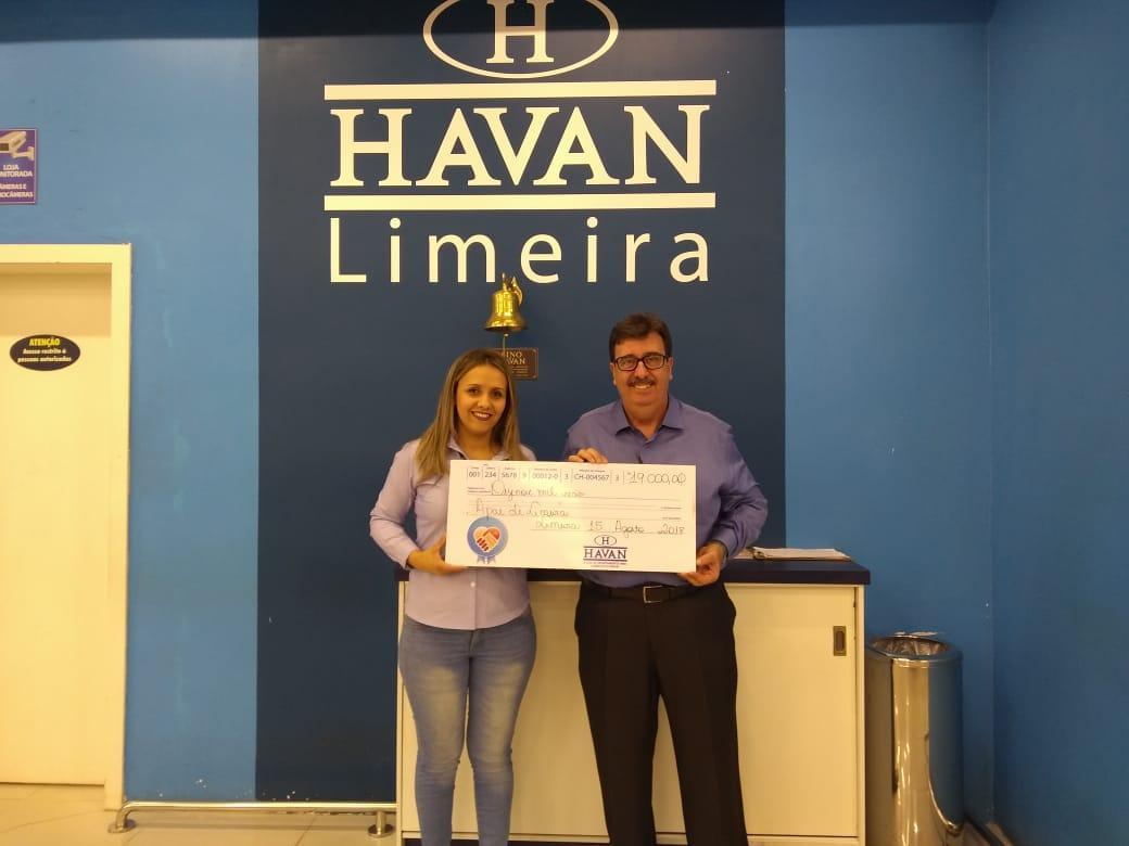 Apae Limeira recebe doação da Havan