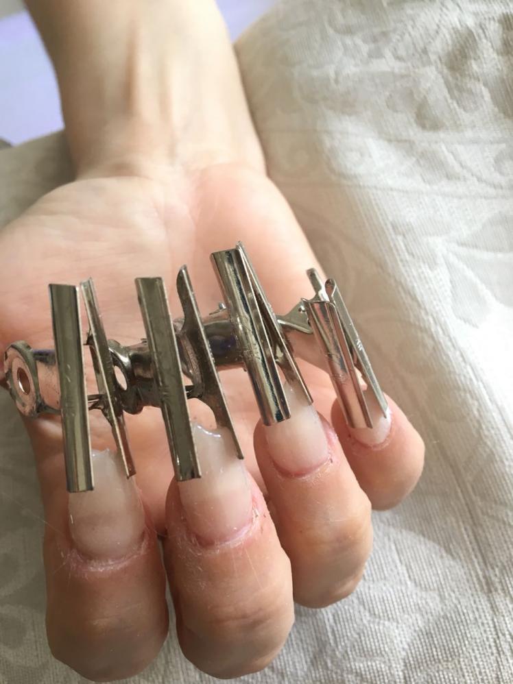 Nail Designer Karla Simões explica que unhas de fibra de vidro são a solução para unhas roídas