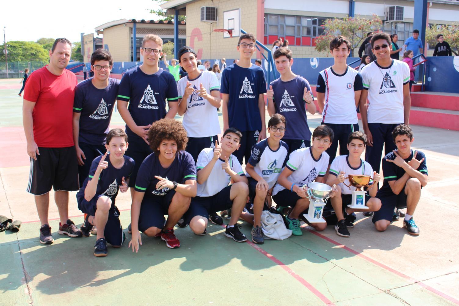 Colégio Acadêmico em festa com seis troféus