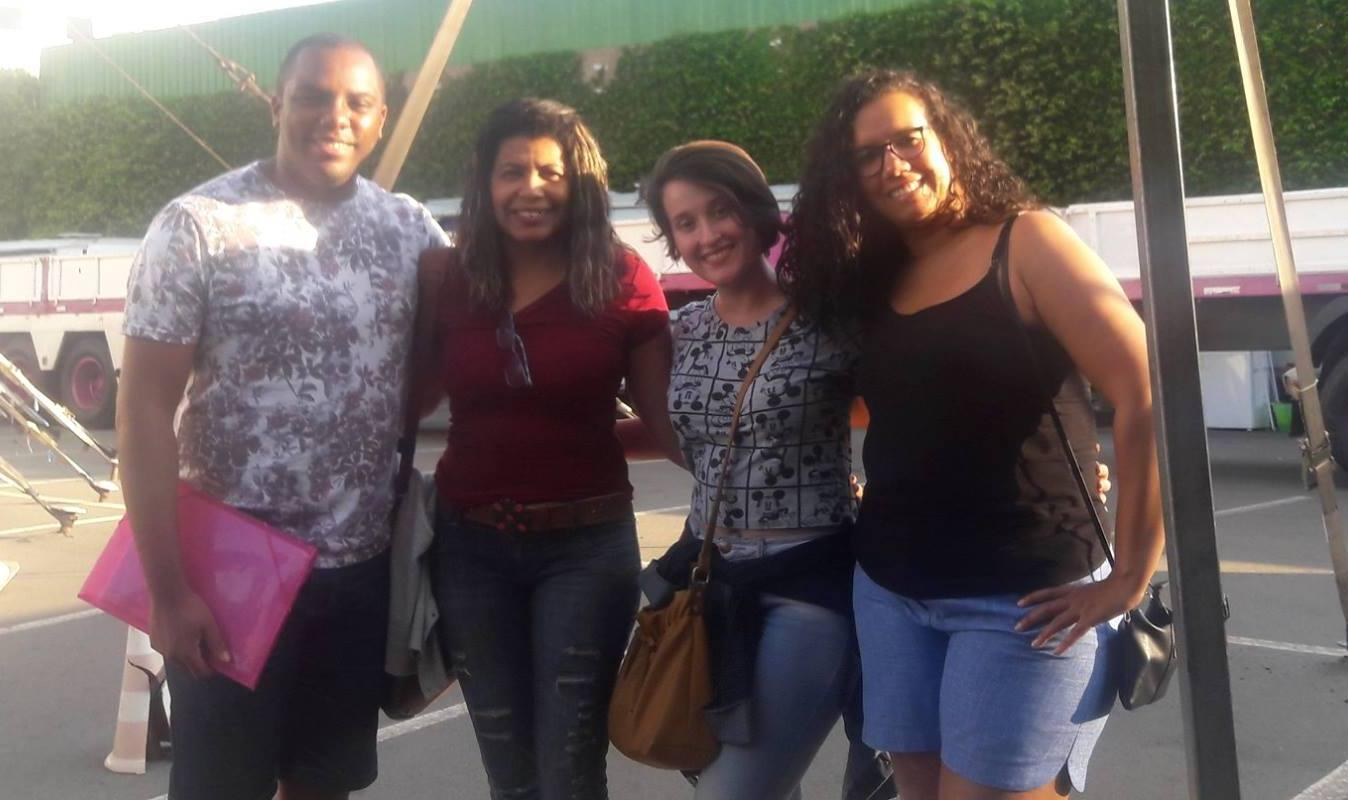 Cerca de 30 alunos das oficinas socioeducativas visitam circo em Limeira