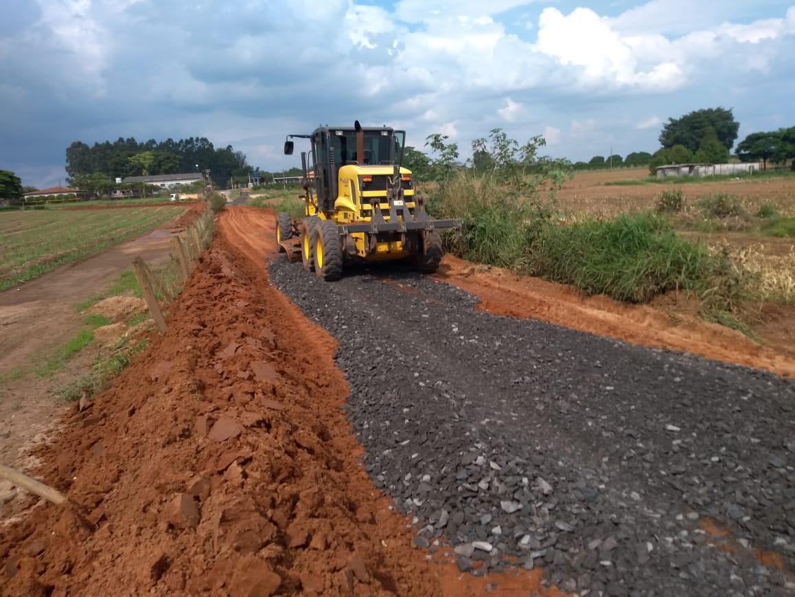Prefeitura executa melhoria em estradas na região do Bairro dos Frades em Limeira