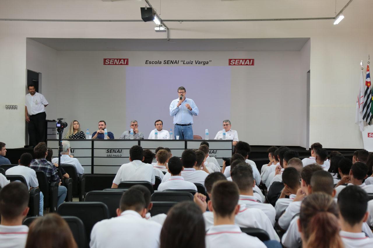 Prefeitura abre Mês Global do Empreendedorismo com palestra para alunos do Senai