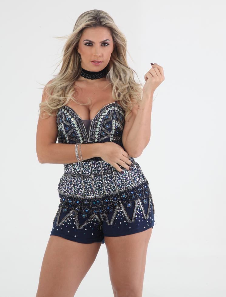 Cantora Yara Vellasco será atração exclusiva do Camarote Rio Praia na Sapucaí