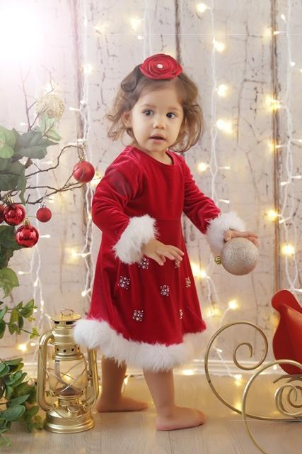 Manuella, filha de Renata Maron, em ensaio natalino