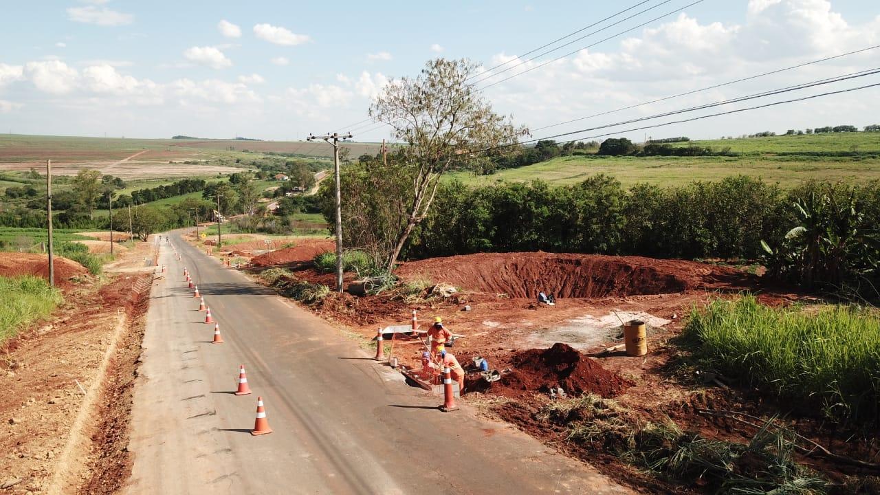 Via Jurandyr Paixão em Limeira recebe serviços de drenagem e instalação de postes de energia