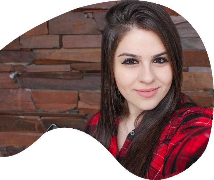 Maria Carolina Avis é professora do Centro Universitário Internacional Uninter e especialista em Marketing Digital.