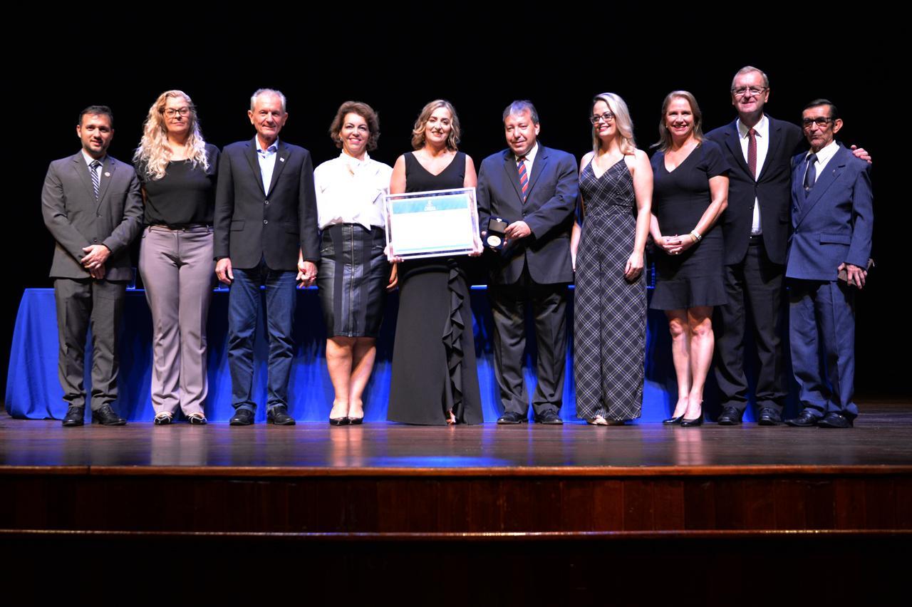 Prefeito de Limeira participa de homenagem a dirigente de ensino