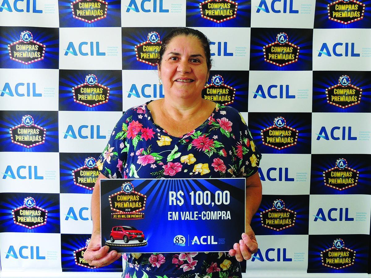 A consumidora Maria Aparecida Miranda foi a primeira ganhadora do prêmio instantâneo da Campanha Compras Premiadas
