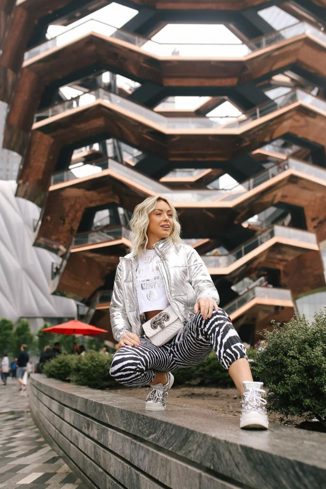 Monick Camargo arrasa no look em Manhattan em NY