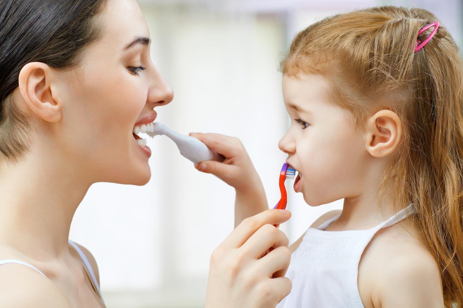 Dentistas alertam para a importância da figura materna na saúde bucal dos filhos