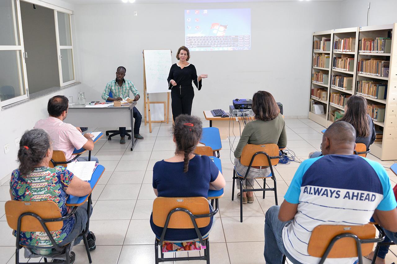 Alunos concluem curso gratuito de francês em Limeira