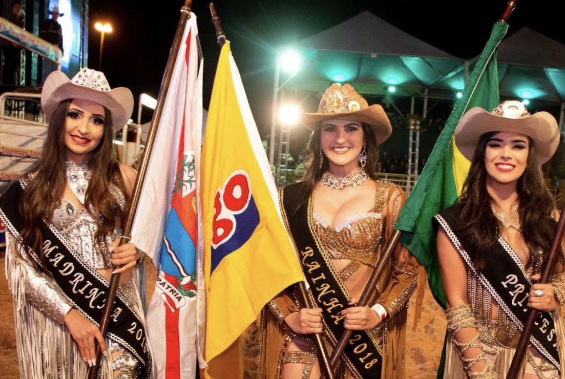 As belíssimas Taise Silva, Larissa Menin e Letícia Longo, que reinaram absoluta em 2018 na arena do Parque Ecológico e Cultural de Araras. Crédito: divulgação 2018