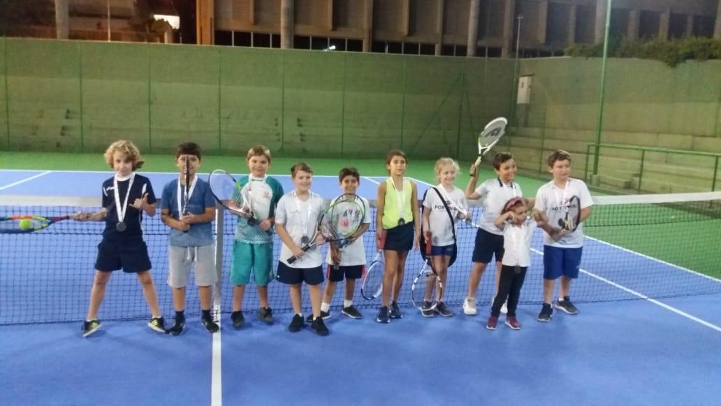 Torneio de tênis no Nosso Clube movimenta crianças que têm aula da modalidade