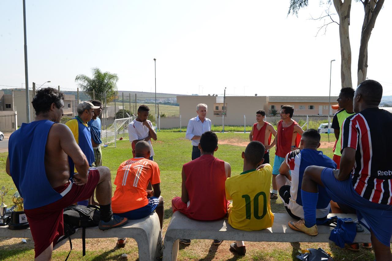 Poder público e comunidade revitalizam campo de futebol da Cidade Universitária