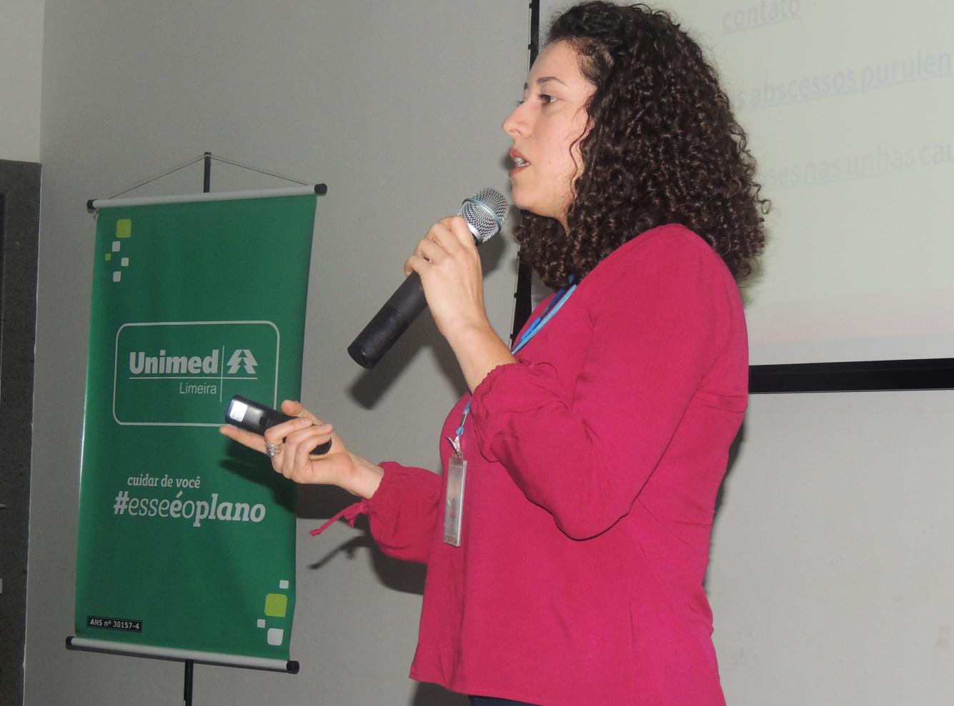 Manicures participam de evento sobre saúde em Limeira