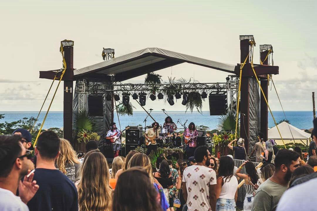 Empreendimento de musa dos clipes de funk da internet tem atraído público e artistas de renome do para Florianópolis