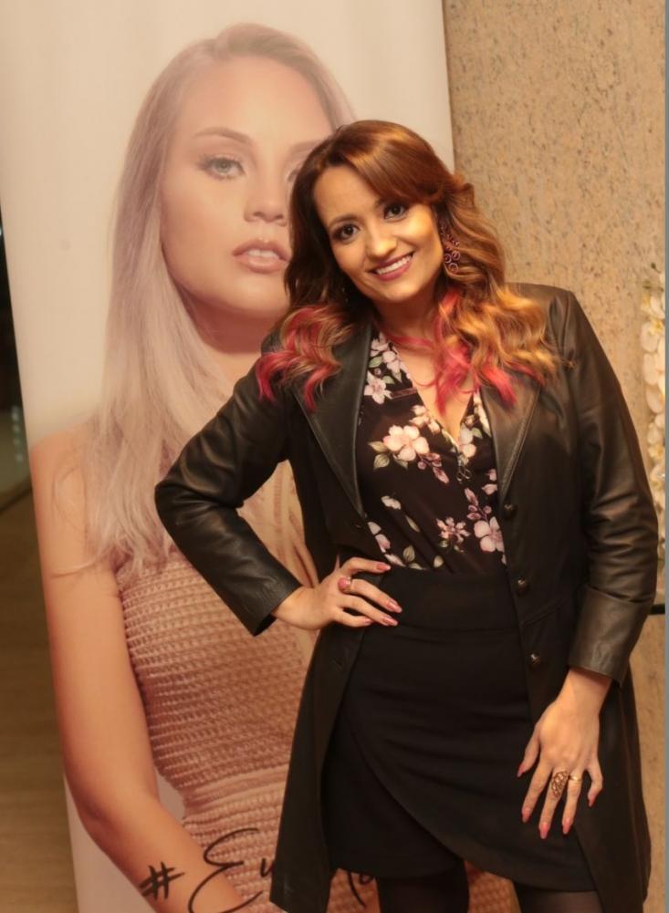 Michelle Brasileiro é nomeada embaixadora Maxiline Profissional durante coquetel em BH