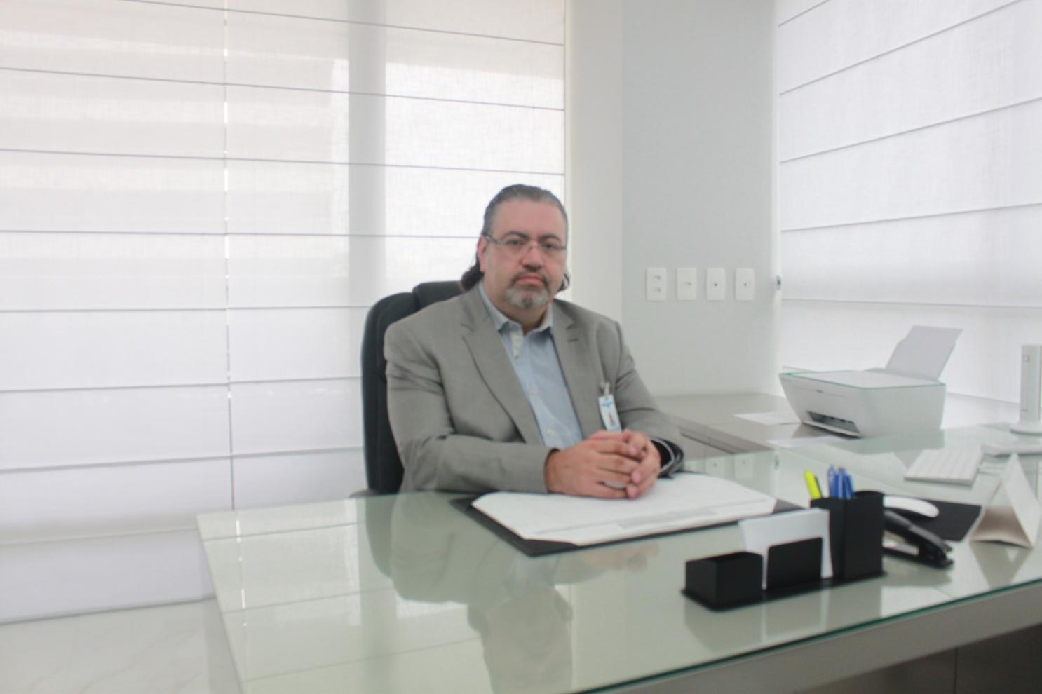 Dr. Marcos Tobias Machado