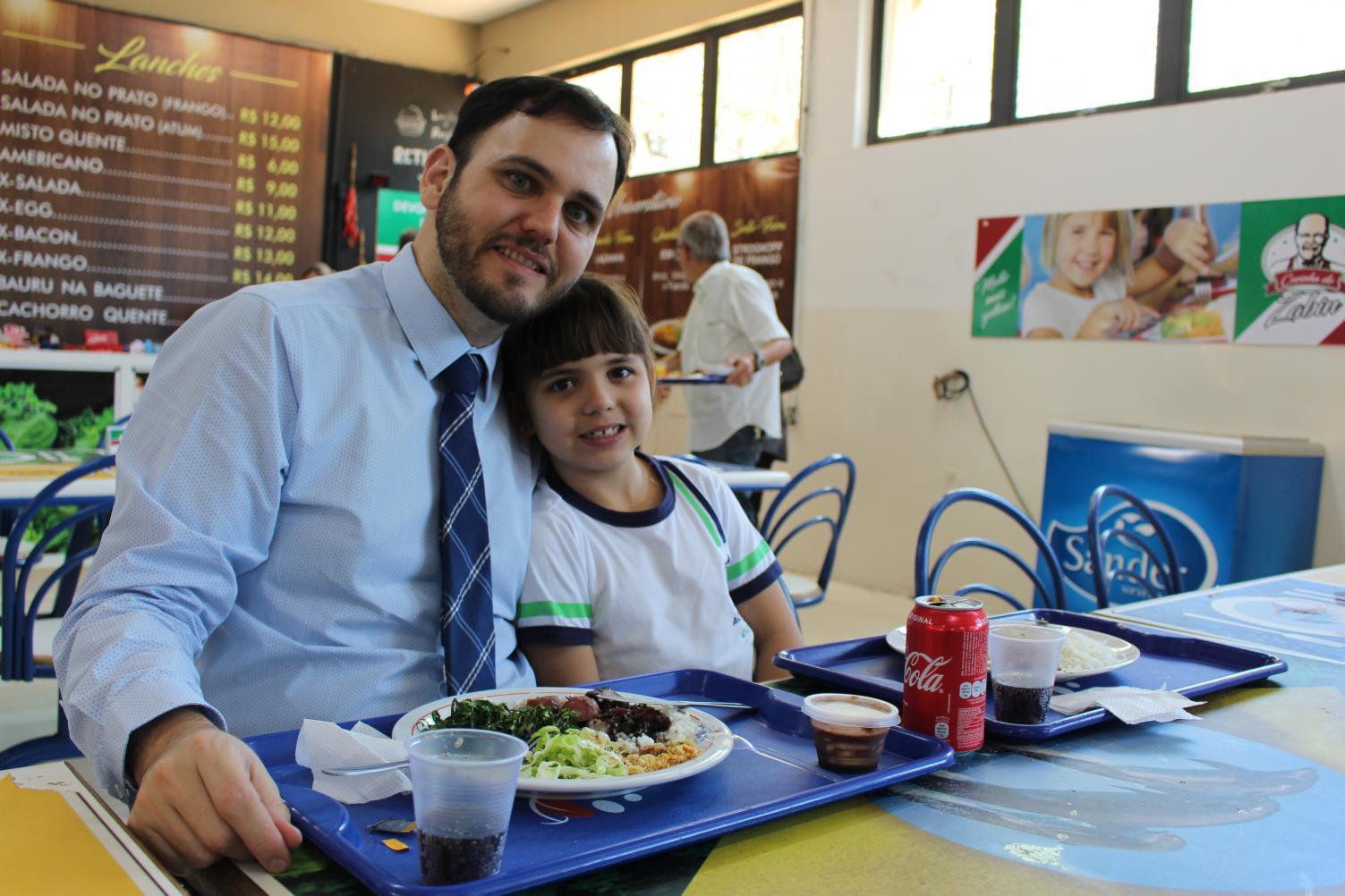 Acadêmico realiza almoço com a presença dos pais
