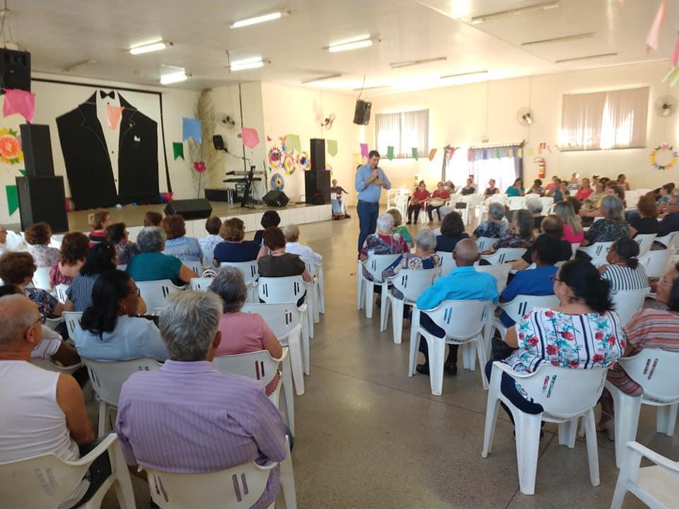 Homenagens e música marcam à tarde do CCI em comemoração ao Dia dos Pais