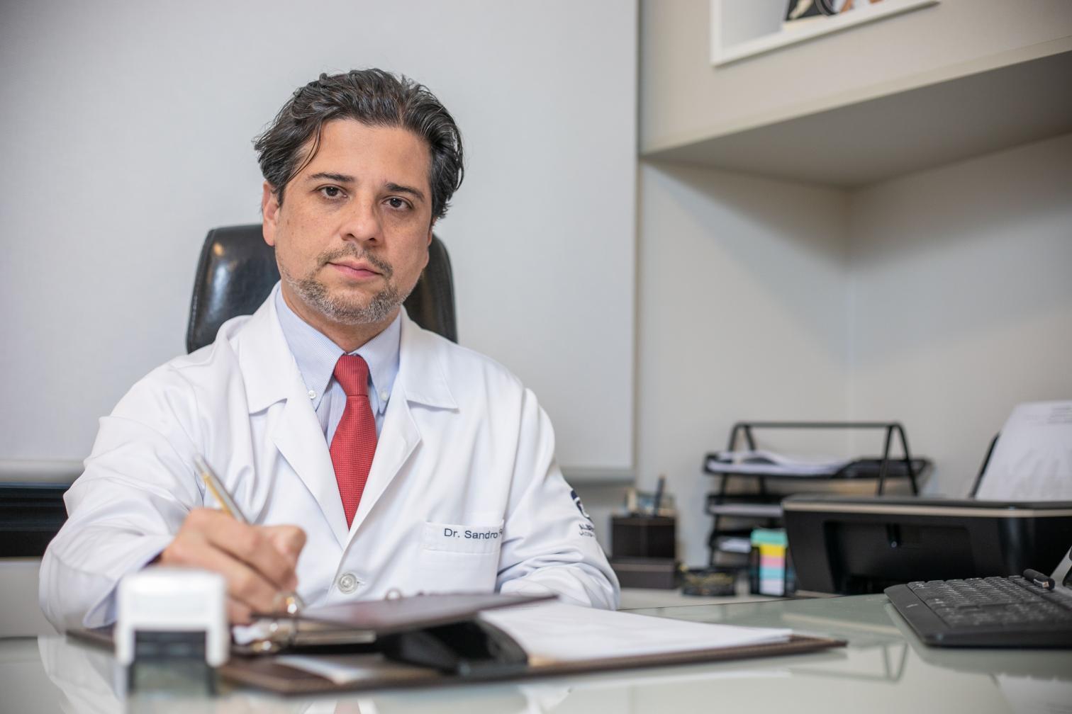 Campinas tem um dos três médicos que mais operam com robô no Brasil