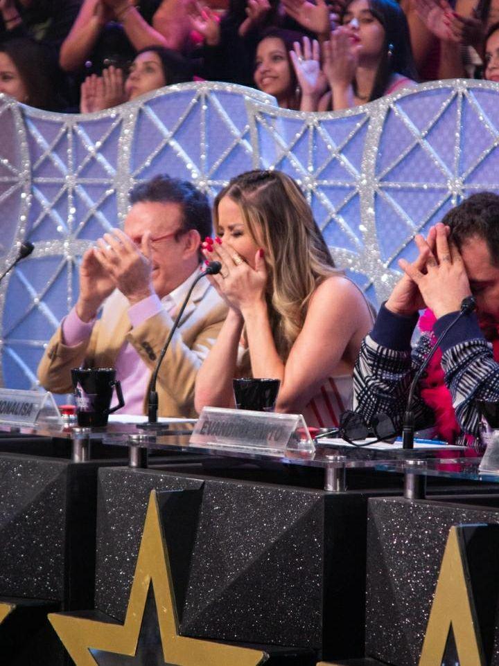 Luana Monalisa se emociona ao receber homenagem do pai durante Programa Raul Gil