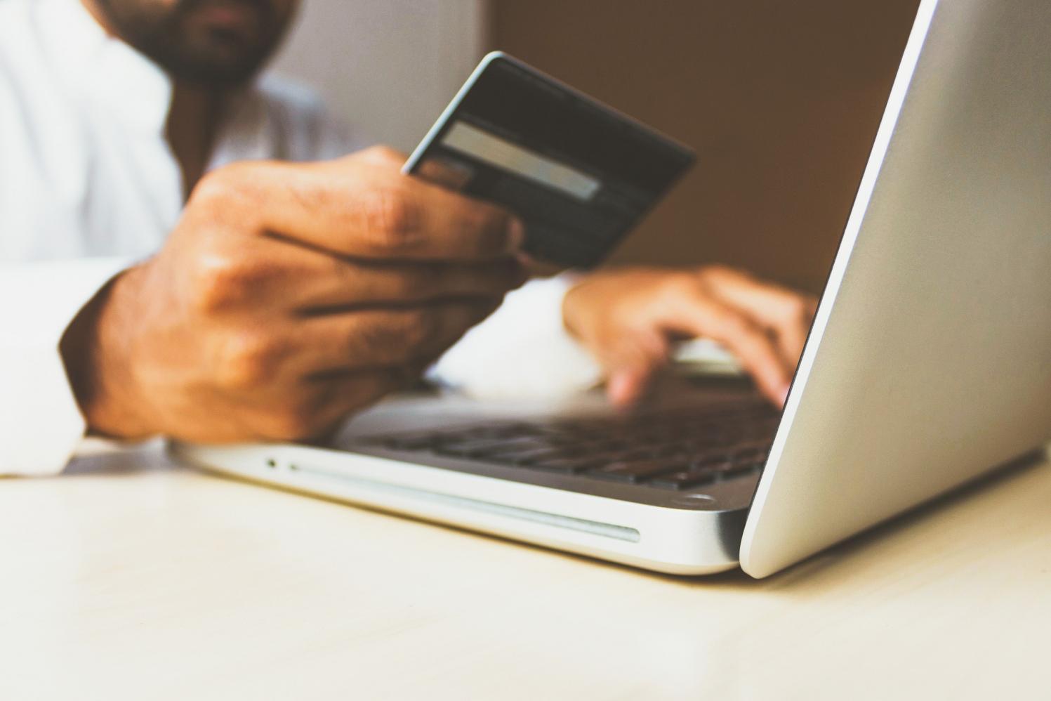E-commerce brasileiro fatura R$ 5,6 bilhões em julho, afirma Compre&Confie