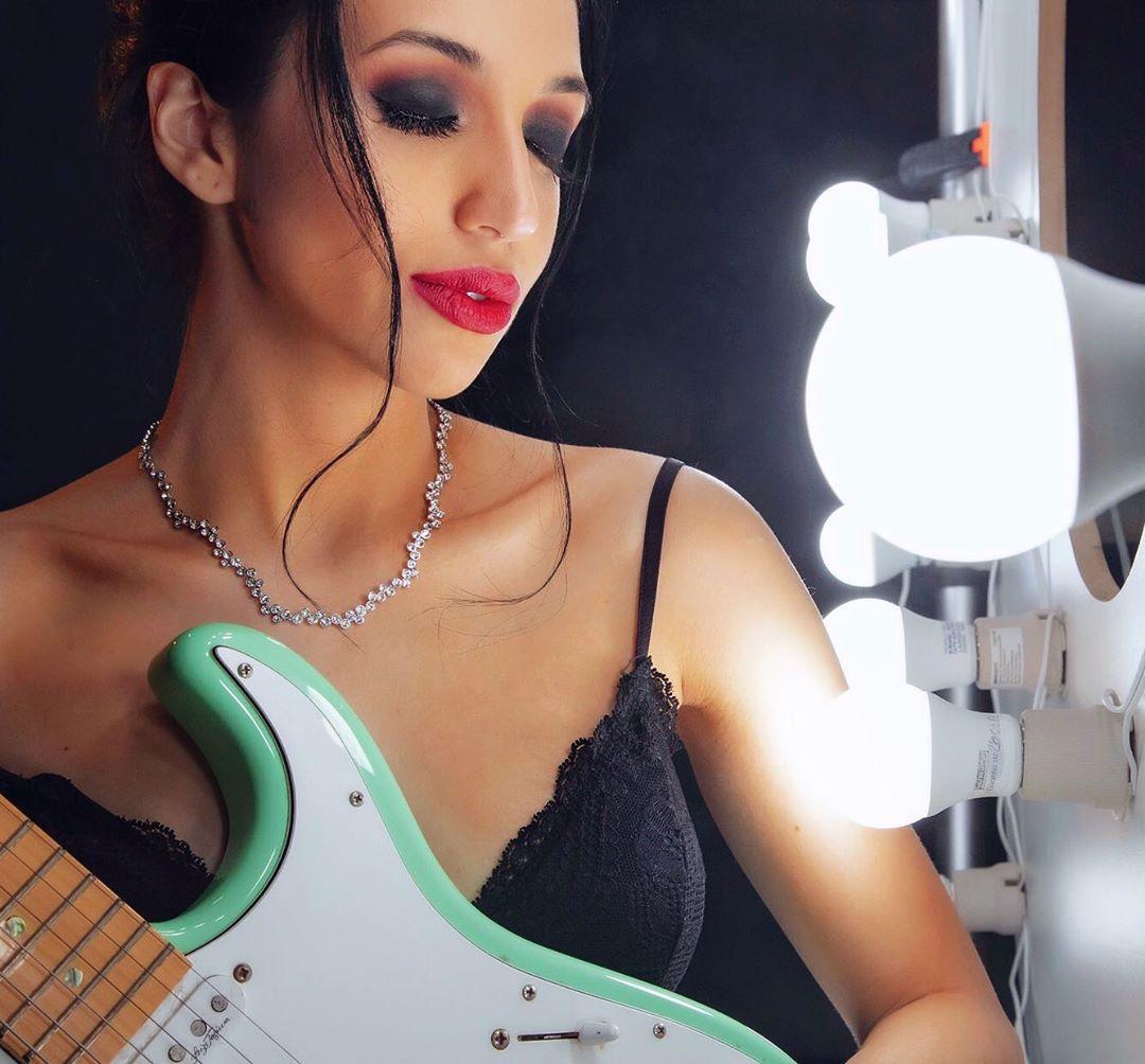Ana Petkovic conta seus segredos para manter a rotina de estudos e a agenda de shows