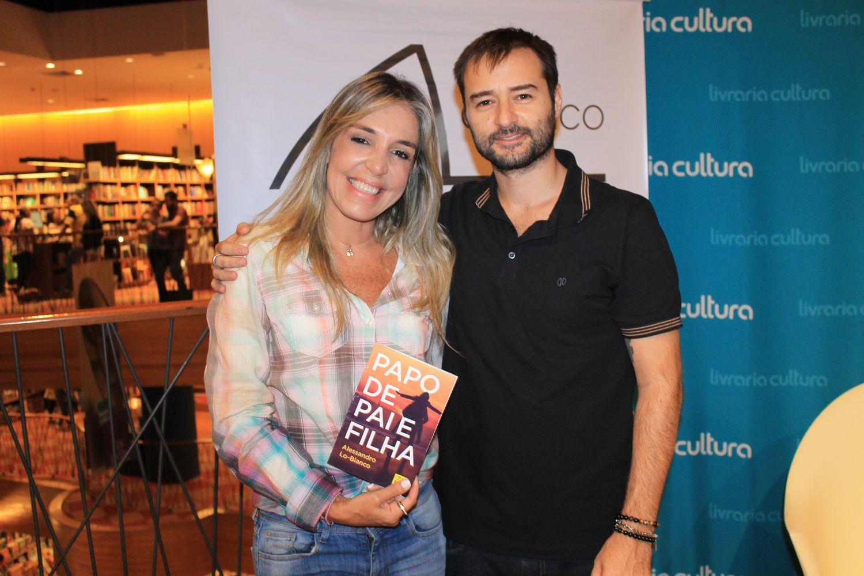 Sonia Abrão e outros famosos prestigiam lançamento de livro