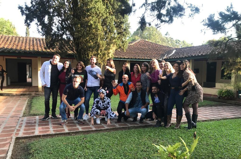 "Na véspera da estreia de A Fazenda, Thiago Rocha comenta da experiência de ter sido confinado no ""Esquenta"" do Reality"