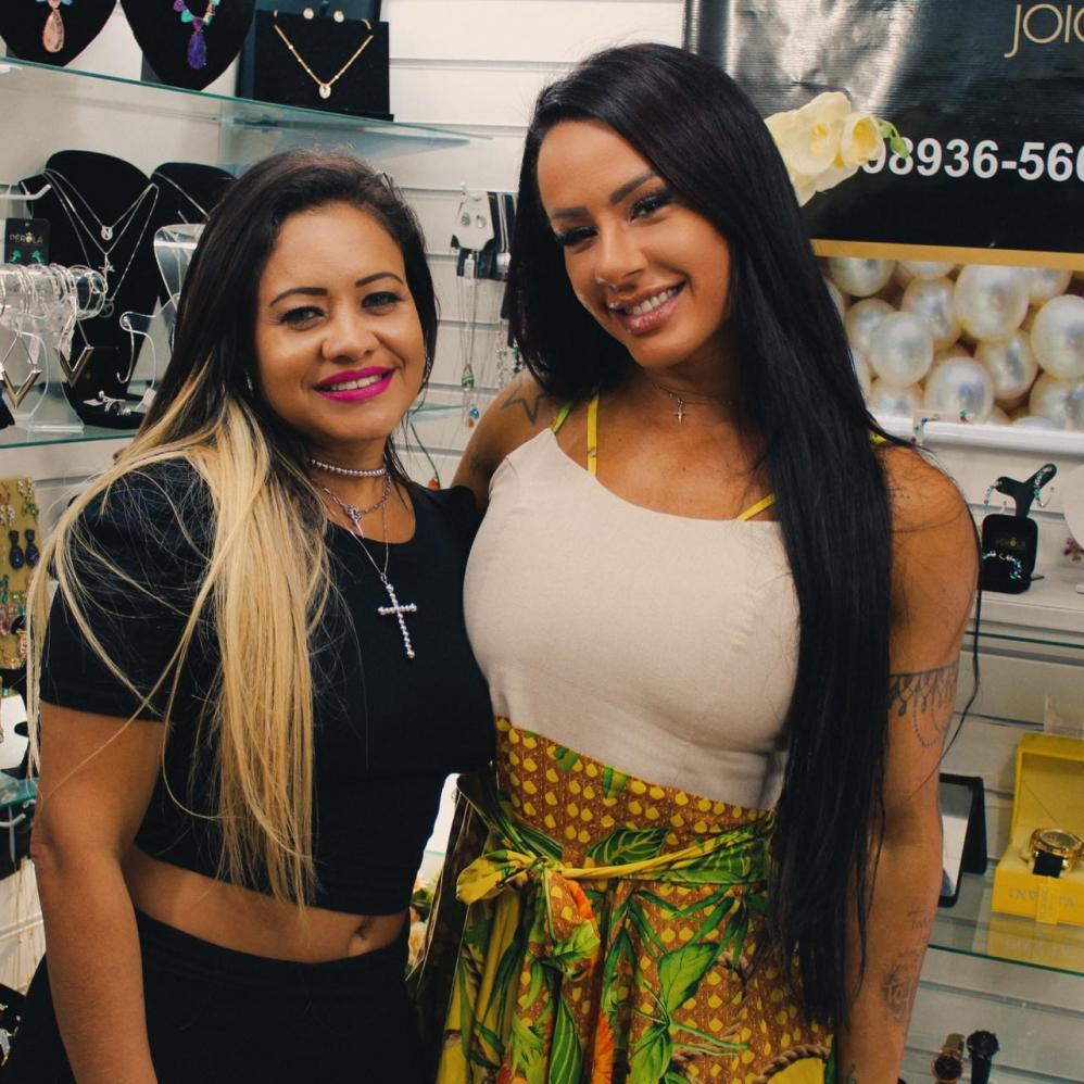 Sue lasmar marca presença em loja de Jóias no Rio