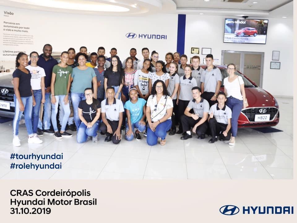 Cerca de 30 alunos visitam a fábrica da Hyundai em Piracicaba