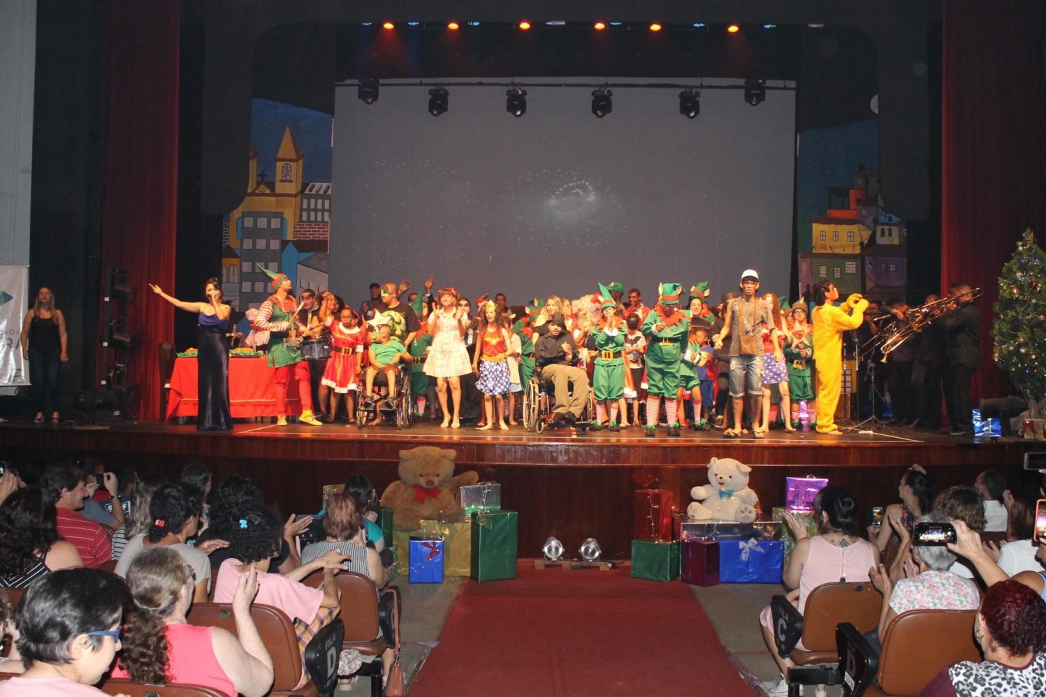 Espetáculo da Apae no Teatro Vitória reflete sobre valores do Natal