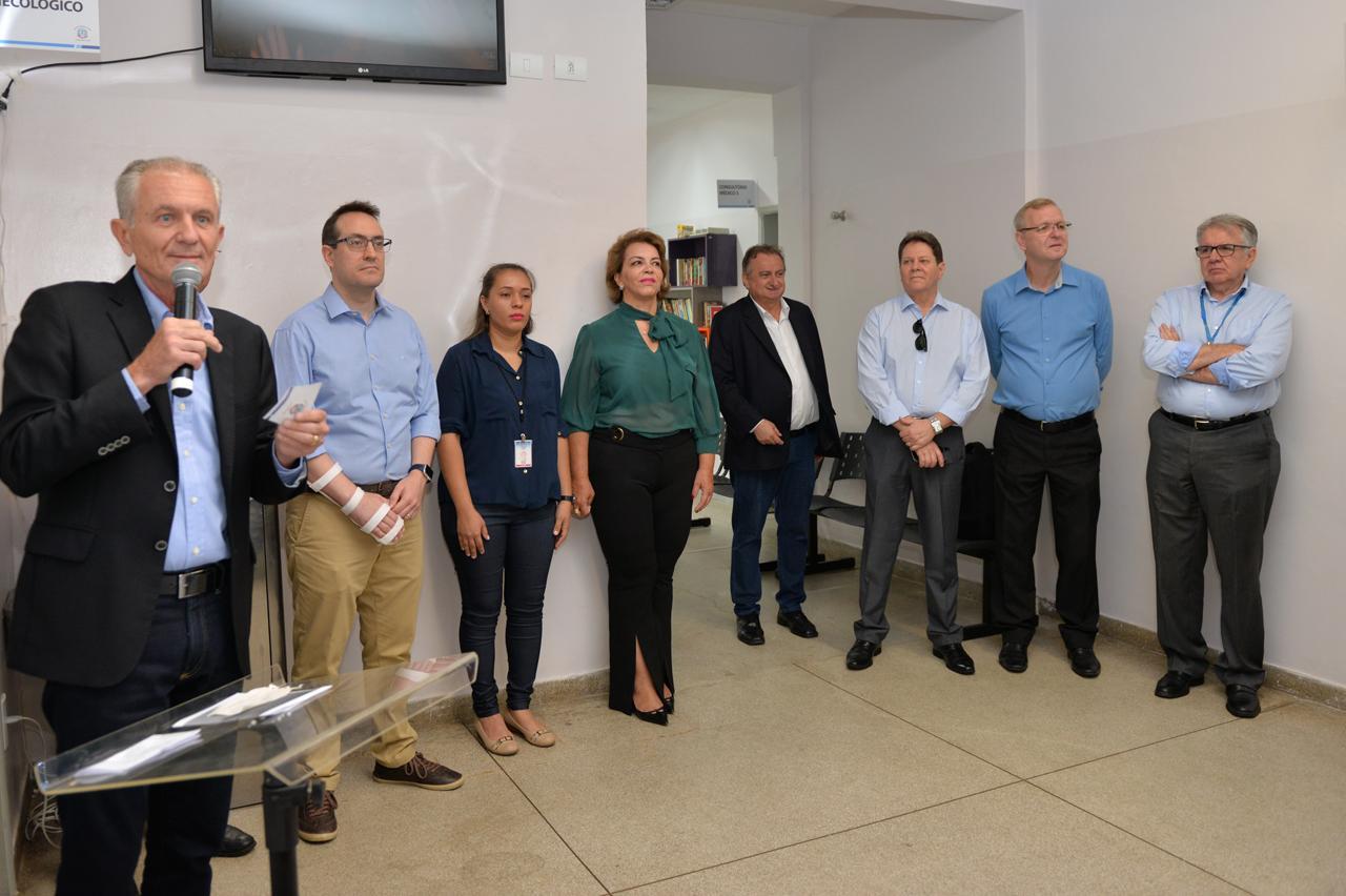 Botion e Miguel Lombardi entregam a sétima reforma de Unidade Básica de Saúde