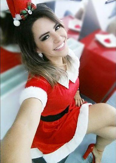 Vestida de Mamãe Noel, Ex Panicat Tânia Oliveira comenta da dieta nas festas de final de ano