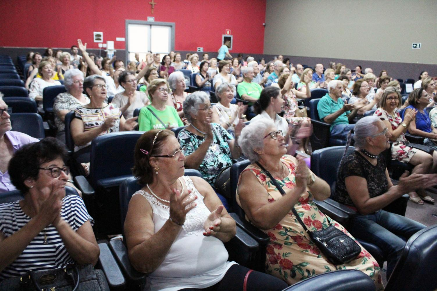 Unimed Limeira realiza confraternização com idosos do Espaço Viver Bem