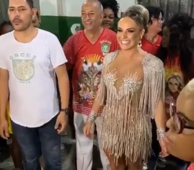Francine Carvalho agora é Rainha de Bateria em Santos