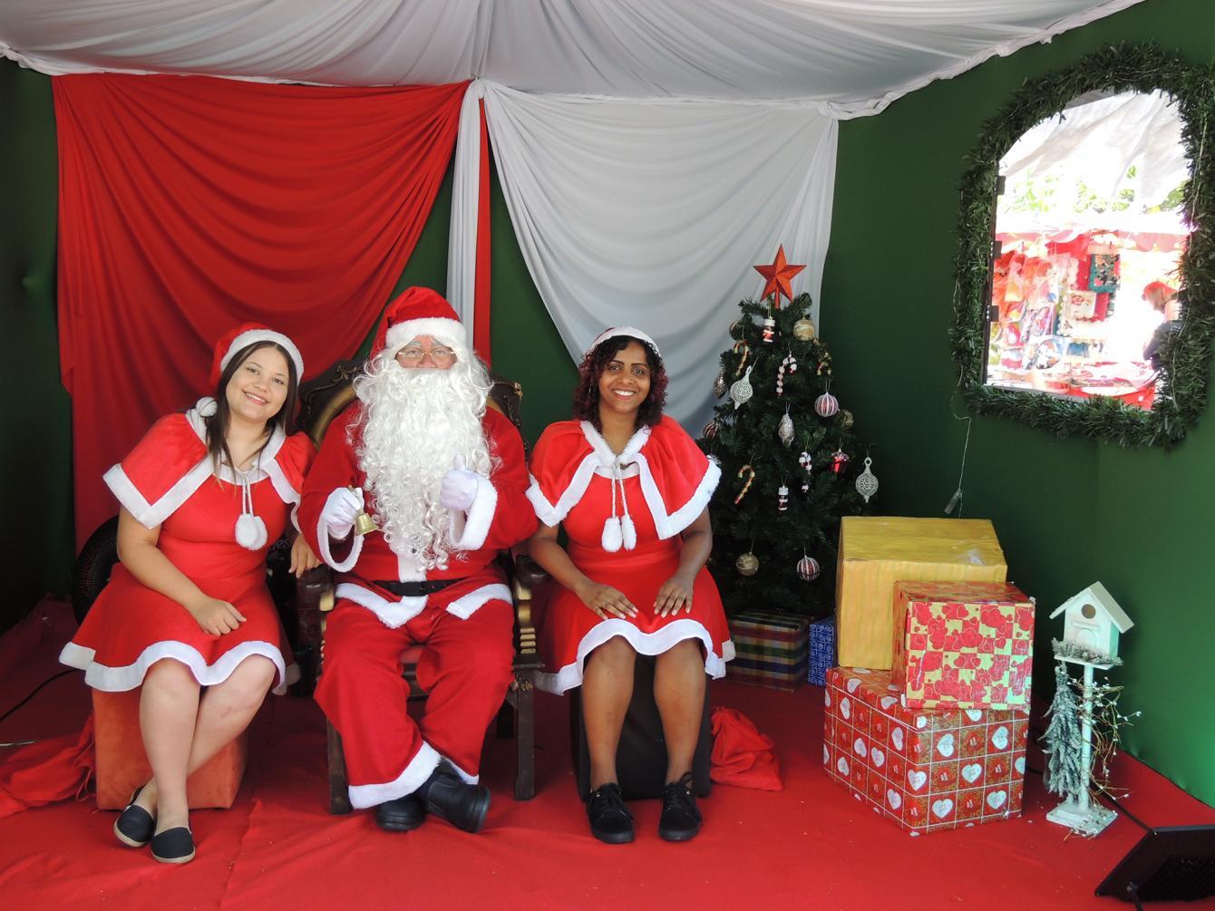 Papai Noel recebeu mais de 5 mil crianças na Praça Toledo Barros em dezembro
