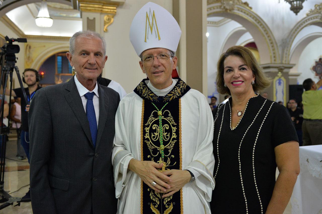 Prefeito de Limeira participa da posse do novo Bispo
