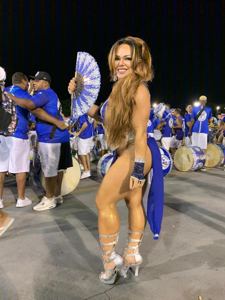 Rainha de Bateria Andréa Capitulino realiza tratamento para aumentar tamanho do bumbum para o Carnaval