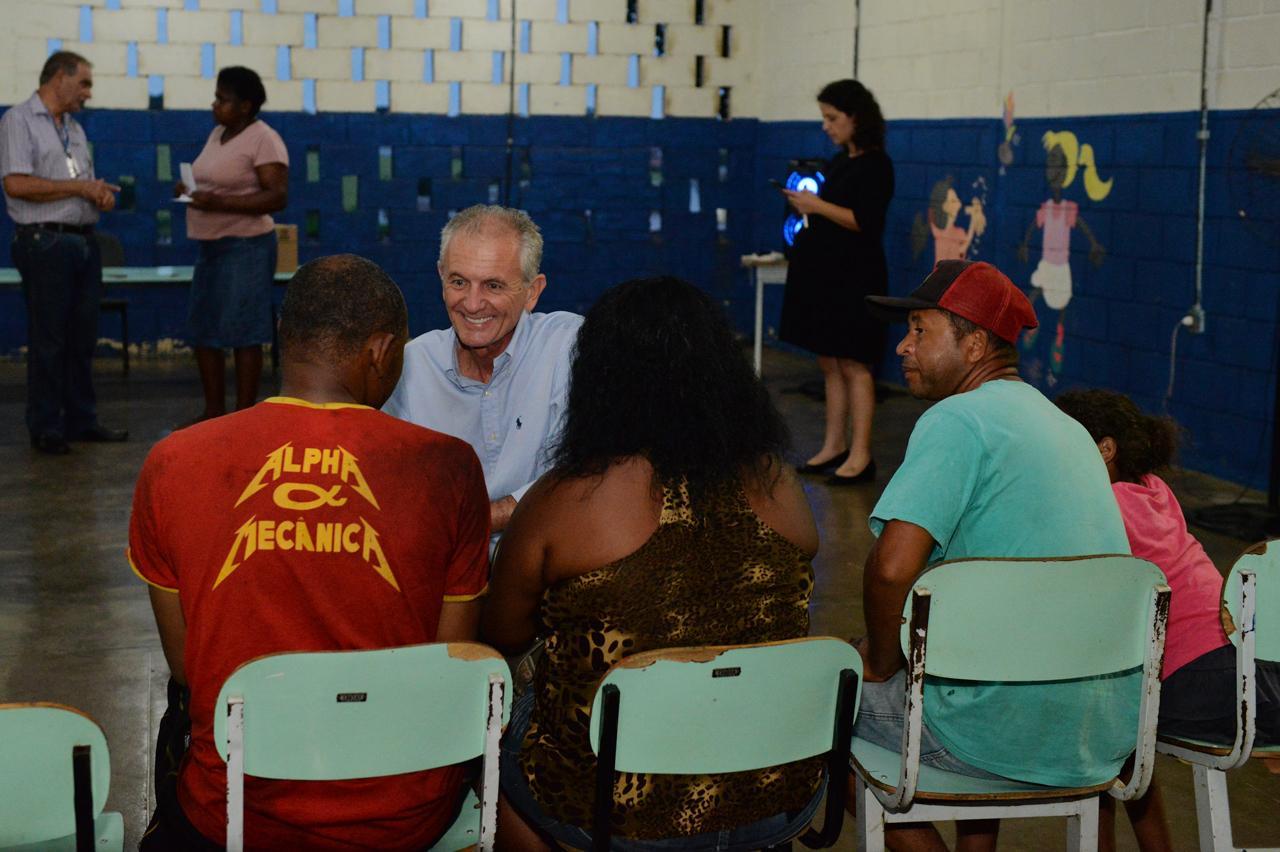 Após 30 anos, moradores do Degan em Limeira recebem escrituras registradas