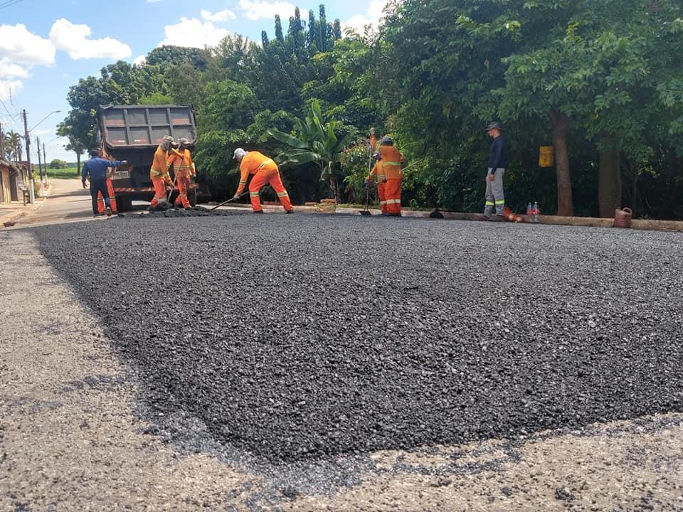 Operação Tapa-Buraco realiza manutenção no Jardim Cordeiro