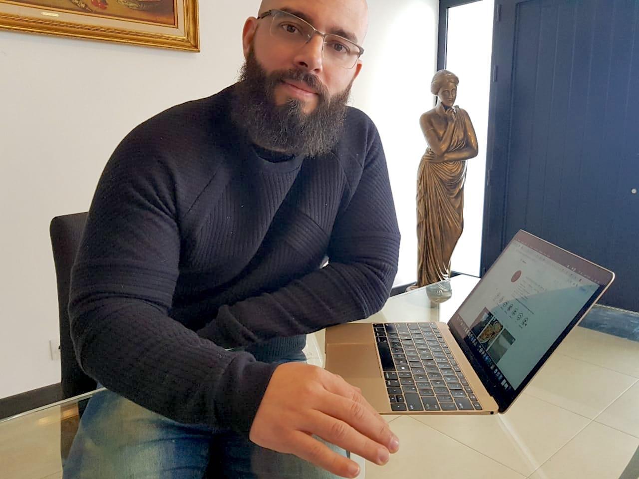 Fabiano de Abreu lança livro que afirma que qualquer pessoa pode ser famosa